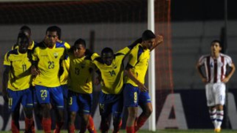 Los ecuatorianos festejan el gol de Luis Cangá (23).