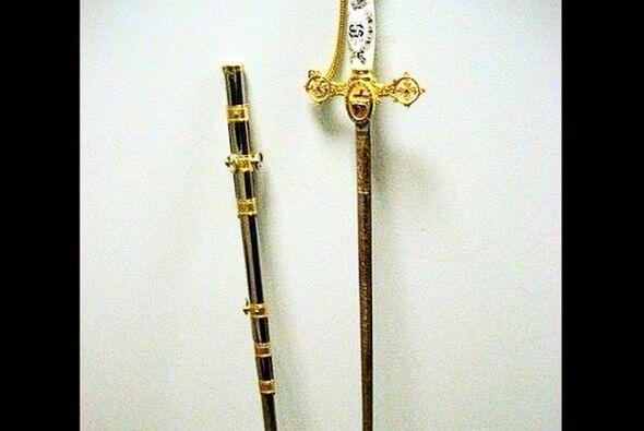 Esta hermosa espada fue encontrada en el bolso de mano de un pasajero de...