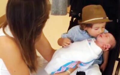 Mira el momento en que Baby Bruce conoció a su hermanita recién nacida