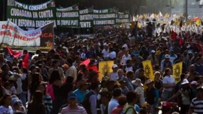Unas 65 mil personas marcharon en la capital de México en protesta por l...