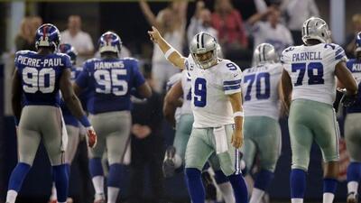 Tony Romo consiguió tres pase de touchdown y guió a los Dallas Cowboys a...