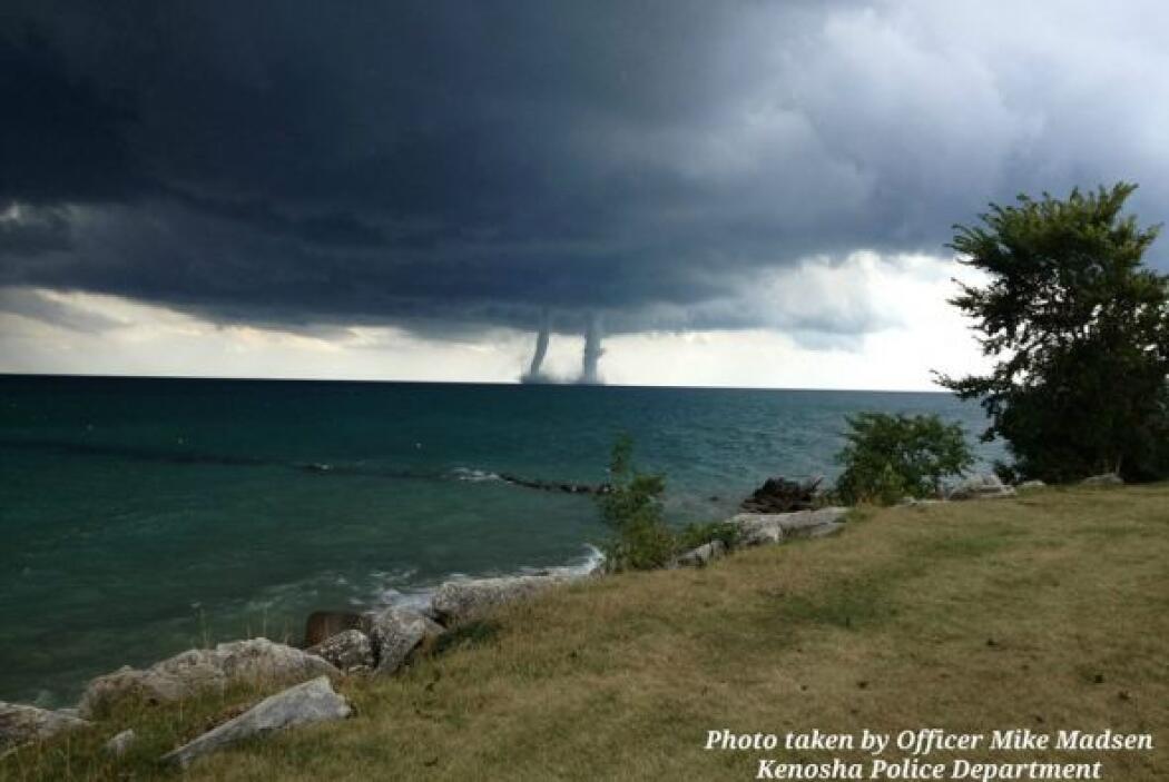 La madre naturaleza se hizo sentir en Kenosha, Wisconsin luego de que un...