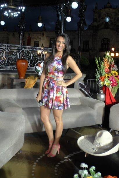 Maity también lució un vestido muy colorido, para mostrar la frescura y...