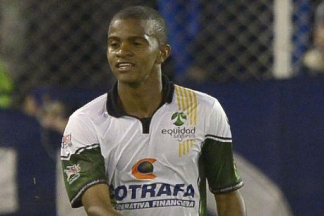 Los Rayados esperan en el defensa brasileño Víctor Ramos, del Vitoria de...