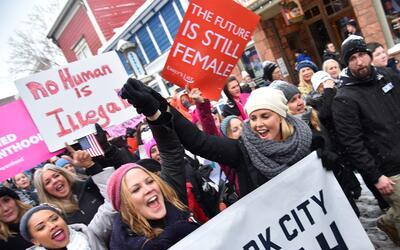 Charlize Theron se levantó en solidaridad en la marcha de Sundance, en U...