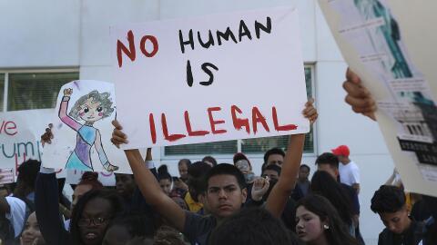 Estudiantes universitarios protestan en el Miami Dade College contra la...