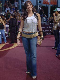 Rashel Díaz lució un 'look' juvenil, muy apropiado para la ocasión. Bien...