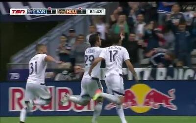 Derechazo de Octavio Rivero para empatar el partido en favor de Vancouver