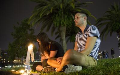Integrantes y amigos de la comunidad LGBT de Orlando se reunieron este d...