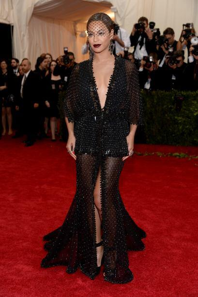 No sabemos qué fue lo peor en el atuendo de Beyoncé, si el accesorio de...