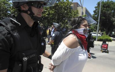 Mujer arrestada en Fresno en protestas anti-Trump