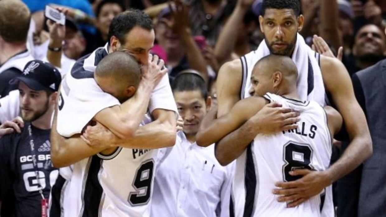 En la encuesta de la NBA, los gerentes generales eligieron a los Spurs c...