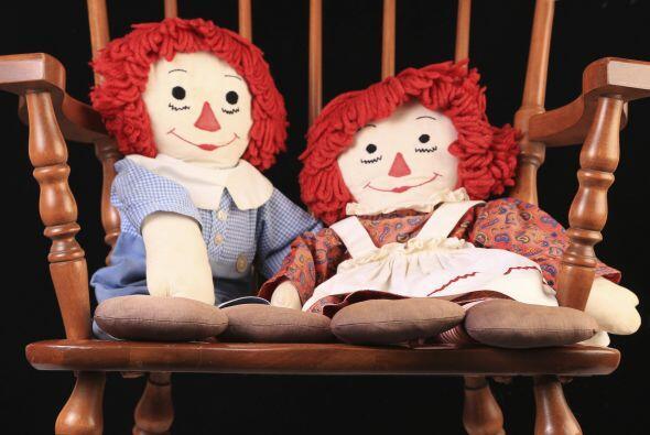Angie y Donna notaron que la muñeca se movía, al principio muy delicadam...