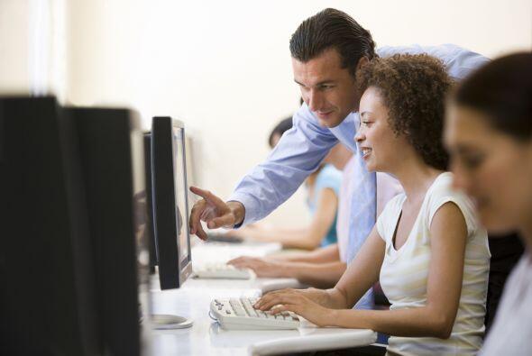 3) Especialistas en Entrenamiento y Desarrollo. Diseñan y llevan a cabo...