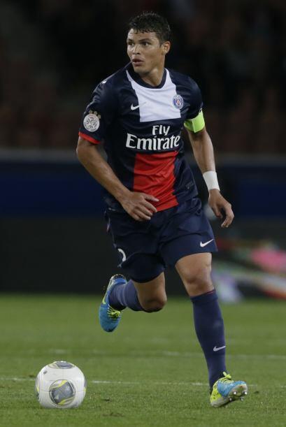 En 2013, el  Paris Saint-Germain aceptó que el contrato del defensa bras...