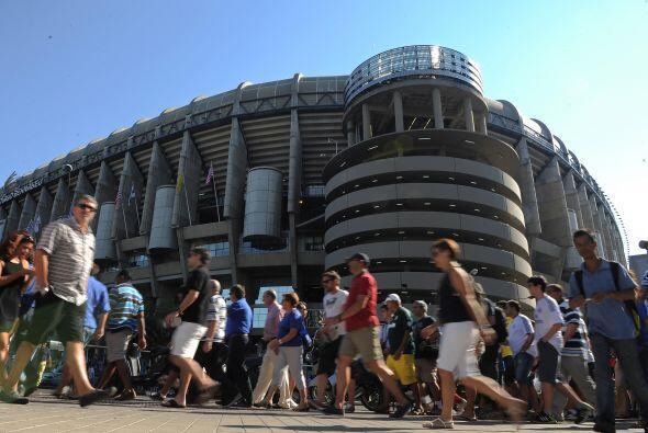 La afición madridista se daba cita en el estadio Santiago Bernabéu para...