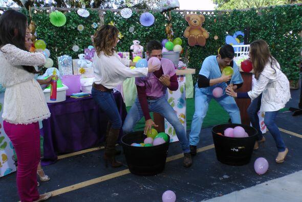 La idea era inflar globos y meter el mayor número posible dentro de las...