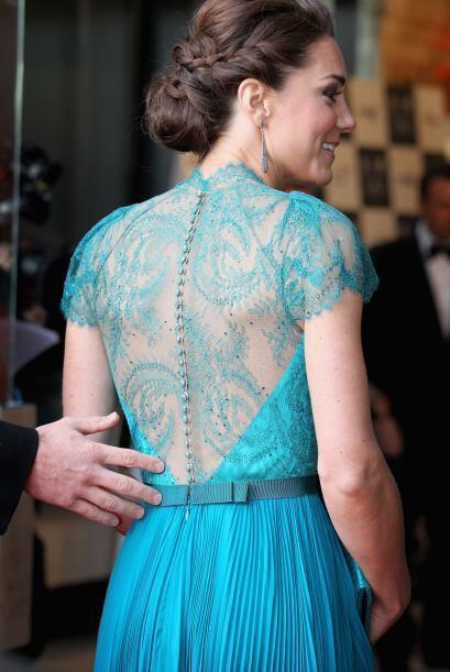 Hasta Kate Middleton que debe de seguir un protocolo de vestimenta se ha...