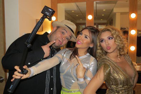 Aly jugando con Ricardo y Paloma. ¡Sonrían para la cámara!