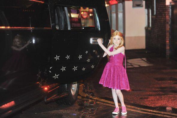 Helena estaba muy emocionada de transportarse en ese vehículo tan...
