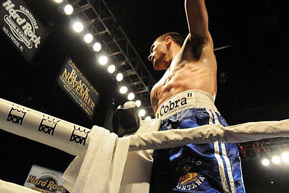 Angelo Santana llegó a 13 victorias sin derrotas. Diez de sus triunfos h...
