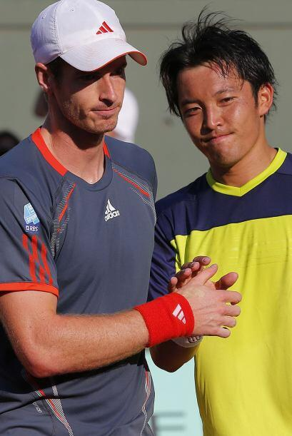 El británico Andy Murray certificó su pase a segunda ronda al imponerse...