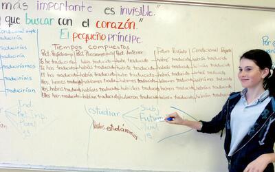 Los programas bilingües español-inglés han crecido rápidamente en todas...