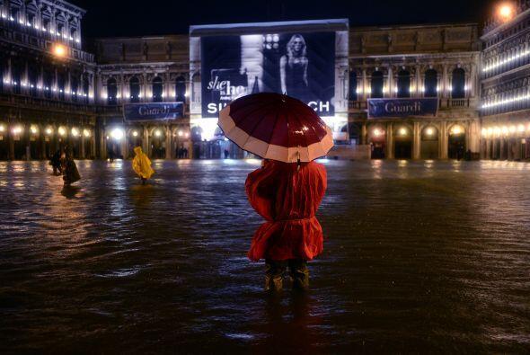 Las inundaciones que ha traído la lluvia han obligado a suspender los tr...
