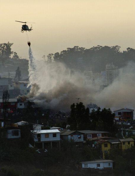 Trabajan unidades de bomberos de seis provincias, policías y equipos aér...