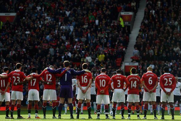 Nuevamente el fútbol se une a la tragedia de Japón y el mi...