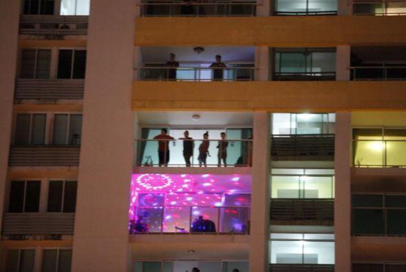 Vista de un conjunto de apartamentos donde un sonoro cacerolazo estalló...