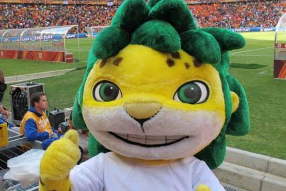 Zakumi, la mascota del Mundial Sudáfrica también pos&oacut...