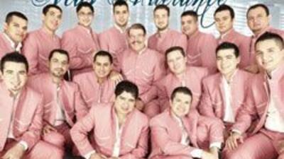"""El álbum de La Arrolladora Banda El Limón """"Más Adelante"""" debutó en prime..."""