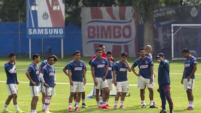 Chivas entrena en Guadalajara y por la tarde viaja a Cancún 20150623_609...