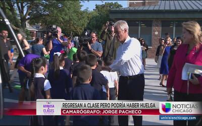Regresan a clases estudiantes en Chicago