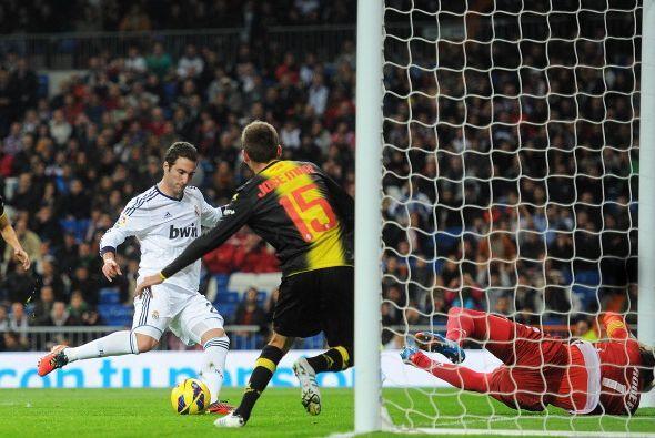 El primer gol llegó a los 20 minutos. Un rechace del portero Roberto que...