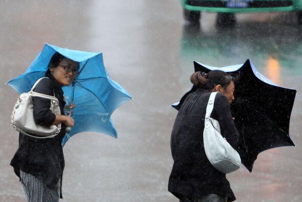 La tormenta también afectó grandes regiones de las provincias de Jiangxi...