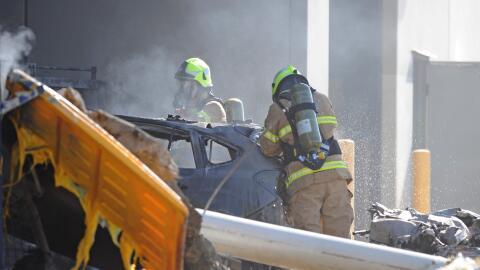 Servicios de emergencia trabajan en el lugar del incidente