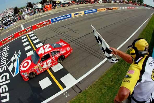Montoya al momento de cruzar la meta con 4.7 segunds de ventaja tras las...