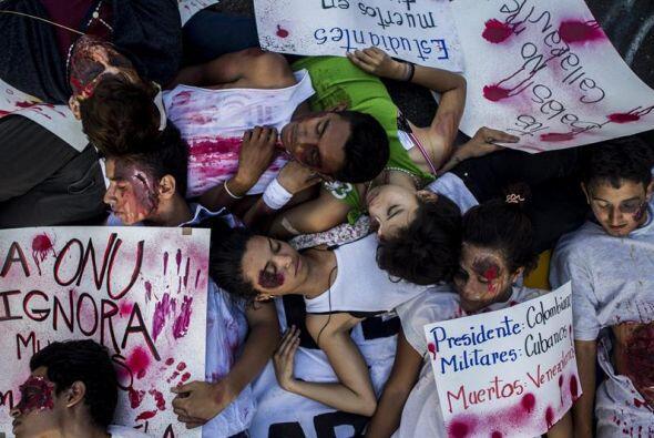 Muchos de ellos se hicieron pasar por muertos durante la protesta.
