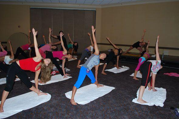 A unas les costó más trabajo que a otras esta clase de yoga.