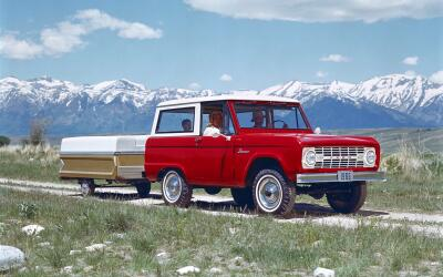 Chrysler 200 Convertible 2013 1966_Ford_Bronco_wTrail.jpg
