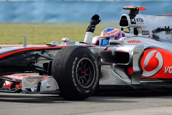 Hamilton aprovechó el incidente de los Red Bull y se encaminó a una vict...