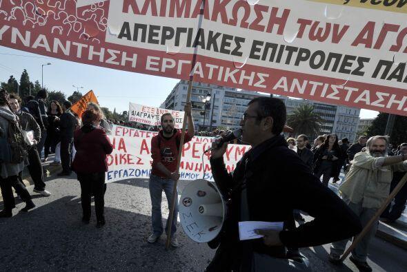 Por su parte, según la policía griega, al menos unas 5 mil personas part...