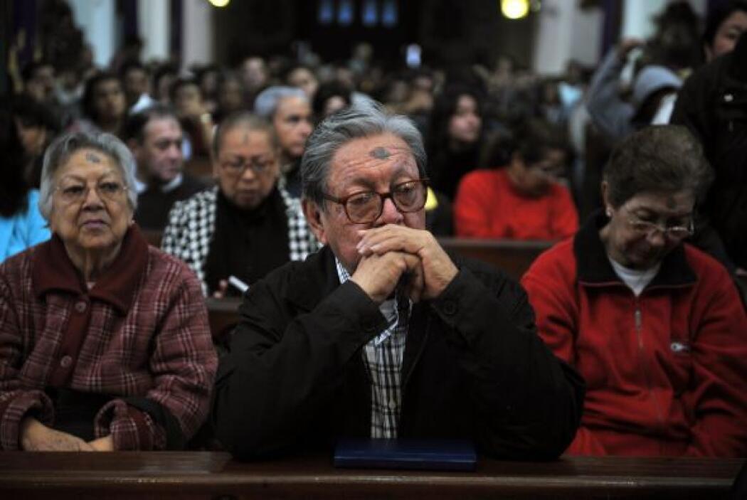 En Guatemala, el fervor de los fieles también llenó las iglesias con ora...