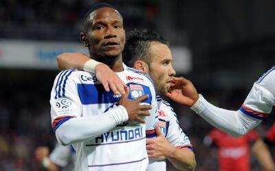 Lyon logró sumar tres puntos con un gol de Claudio Beauvue