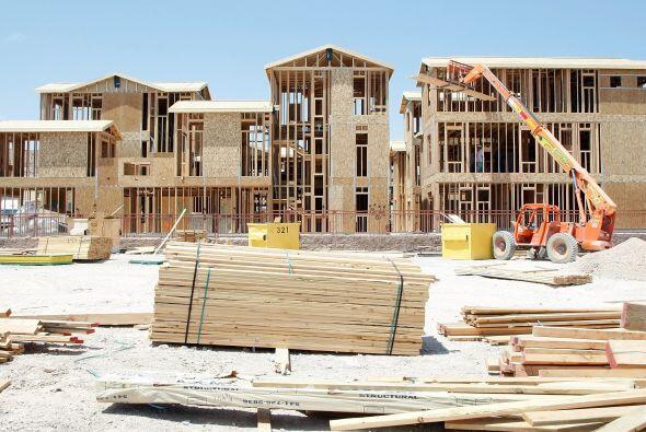 Los economistas pronostican que el sector de la construcción edificará e...