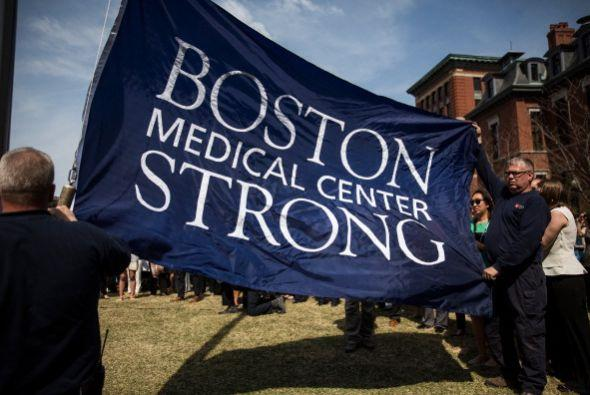 """Boston Strong"" es otro de los lemas."