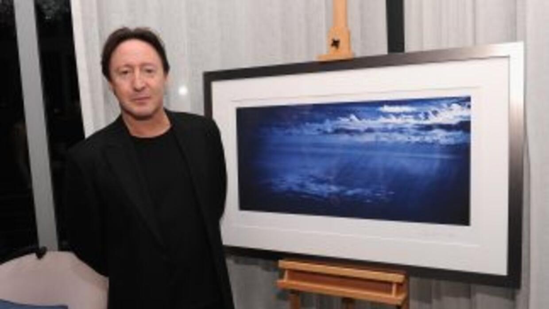 Julian Lennon, hijo del cantante de los Beatles, John Lennon, fue a la f...
