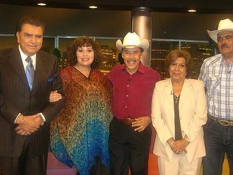 Don Francisco recibió a los padres de los famosos, quienes han le...